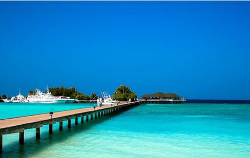 被誉为天堂岛的巴厘岛,是个艺术与美景交融的胜地,这里有火山,有翠色